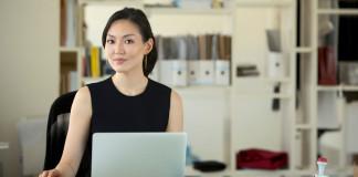 Acontece silenciosamente em todo mundo uma nova revolução, a do empreendedorismo feminino. É cada vez maior o número de mulheres que partem para a abertura de um negócio próprio em suas próprias residência, reduzindo custos e ganhando qualidade de vida.