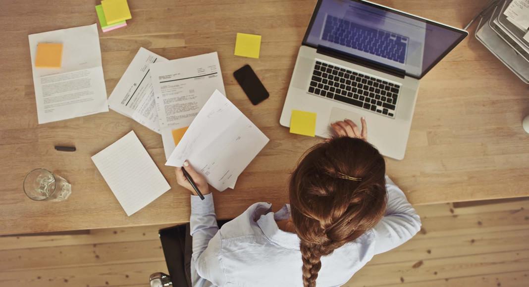 Quer saber como ganhar dinheiro sem sair de casa, em um negócio que pode ser tocado a partir de um home office. Veja nesta matéria algumas sugestões em diversas áreas, e escolha a opção que melhor se adapta ao seu caso.