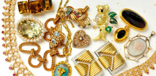 Veja neste artigo como ganhar dinheiro vendendo bijuterias na Internet, um negócio que você pode montar na sua própria casa com um baixíssimo investimento e alto retorno. Confira as dicas aqui.
