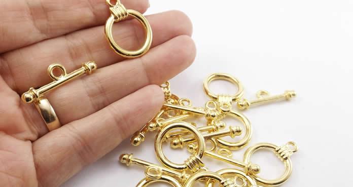 Veja algumas ideias de como ganhar dinheiro vendendo bijuterias na Internet