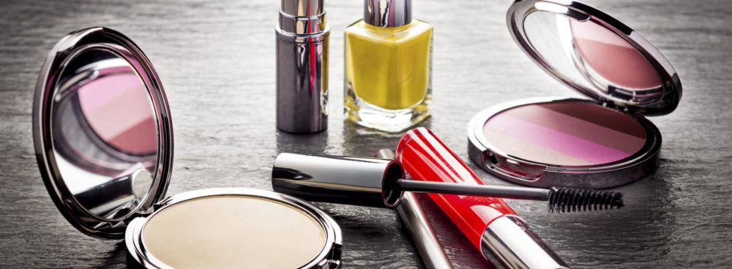Veja neste artigo como vender cosméticos pela Internet, um negócio extremamente lucrativo que já coloca esta categoria no quinto lugar em termos de faturamento no e-commerce brasileiro. Confira as dicas aqui!